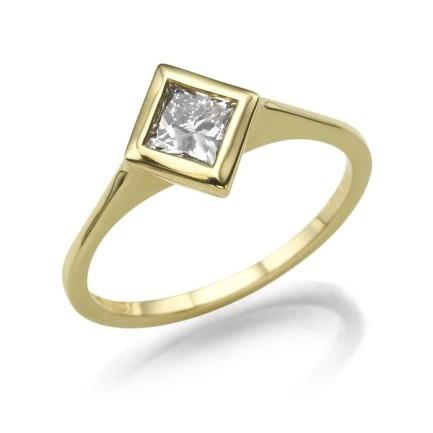 טבעת יהלומים דגם טבעת פרינסס הפוכה בצהוב