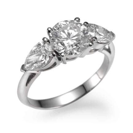 טבעת אירוסין 3 אבנים בחיתוך עגול זהב לבן 14K