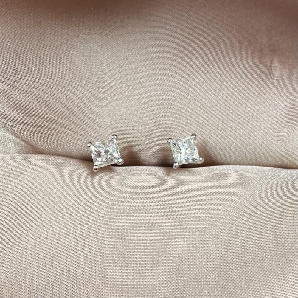 עגילי יהלומים בחיתוך פרינסס