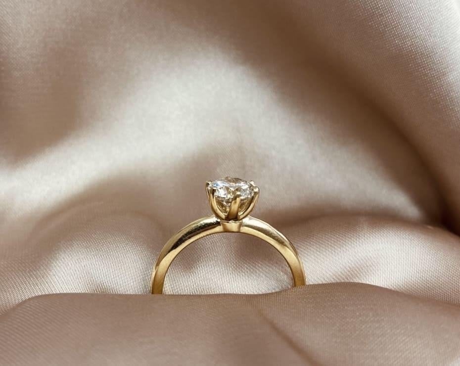 טבעת יהלום סוליטר 6 שיניים, טבעת אירוסין