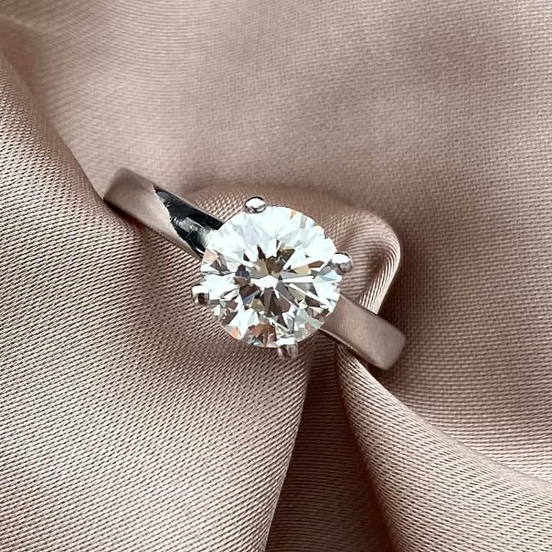 טבעת אירוסיןסוליטר קלאסית  זהב 14Kמשובצת יהלום 1.5