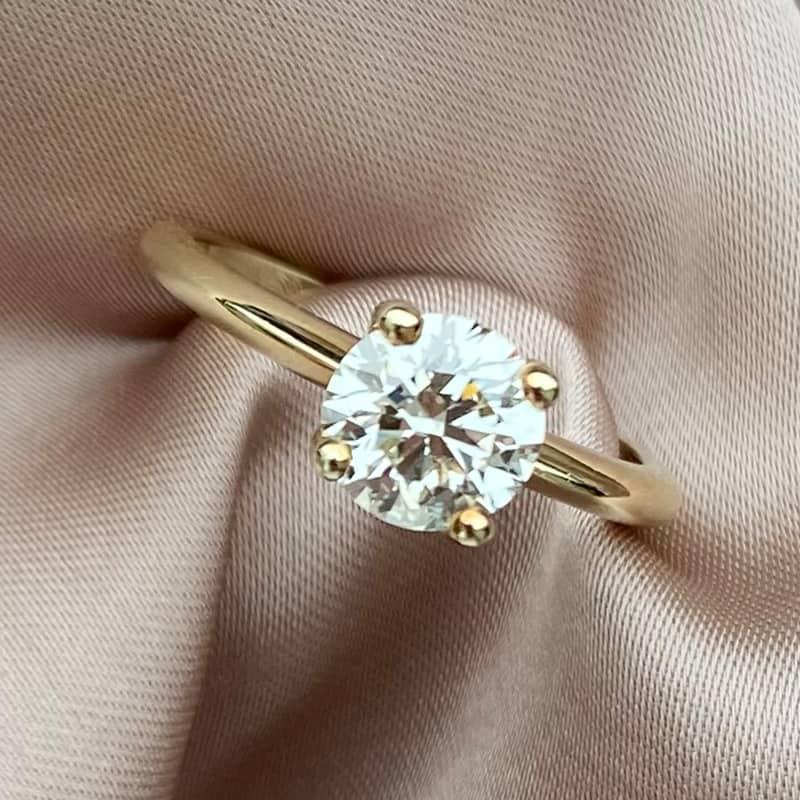 טבעת אירוסין, טבעת יהלום סוליטר קלאסית