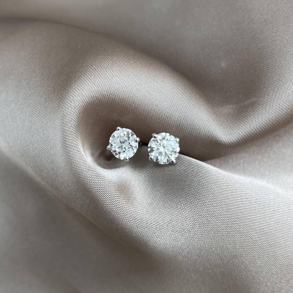 עגילי יהלומים סוליטר קלאסיים 1+1 קרט