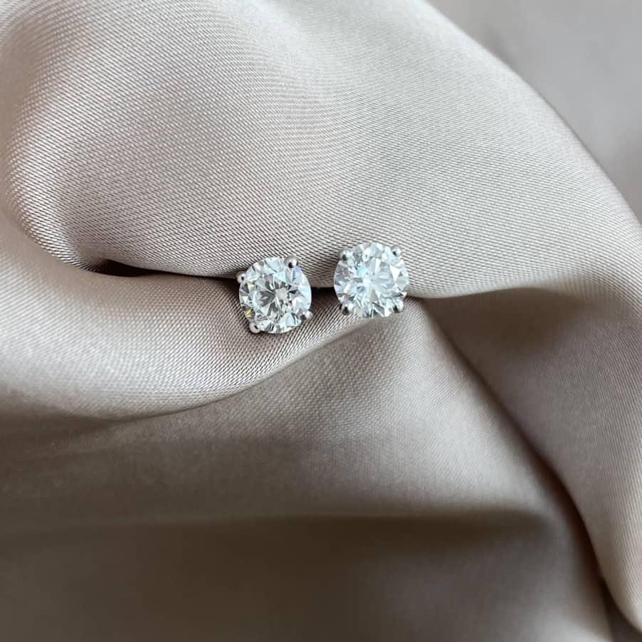 עגילי יהלומים – סוליטרים 0.50+0.50