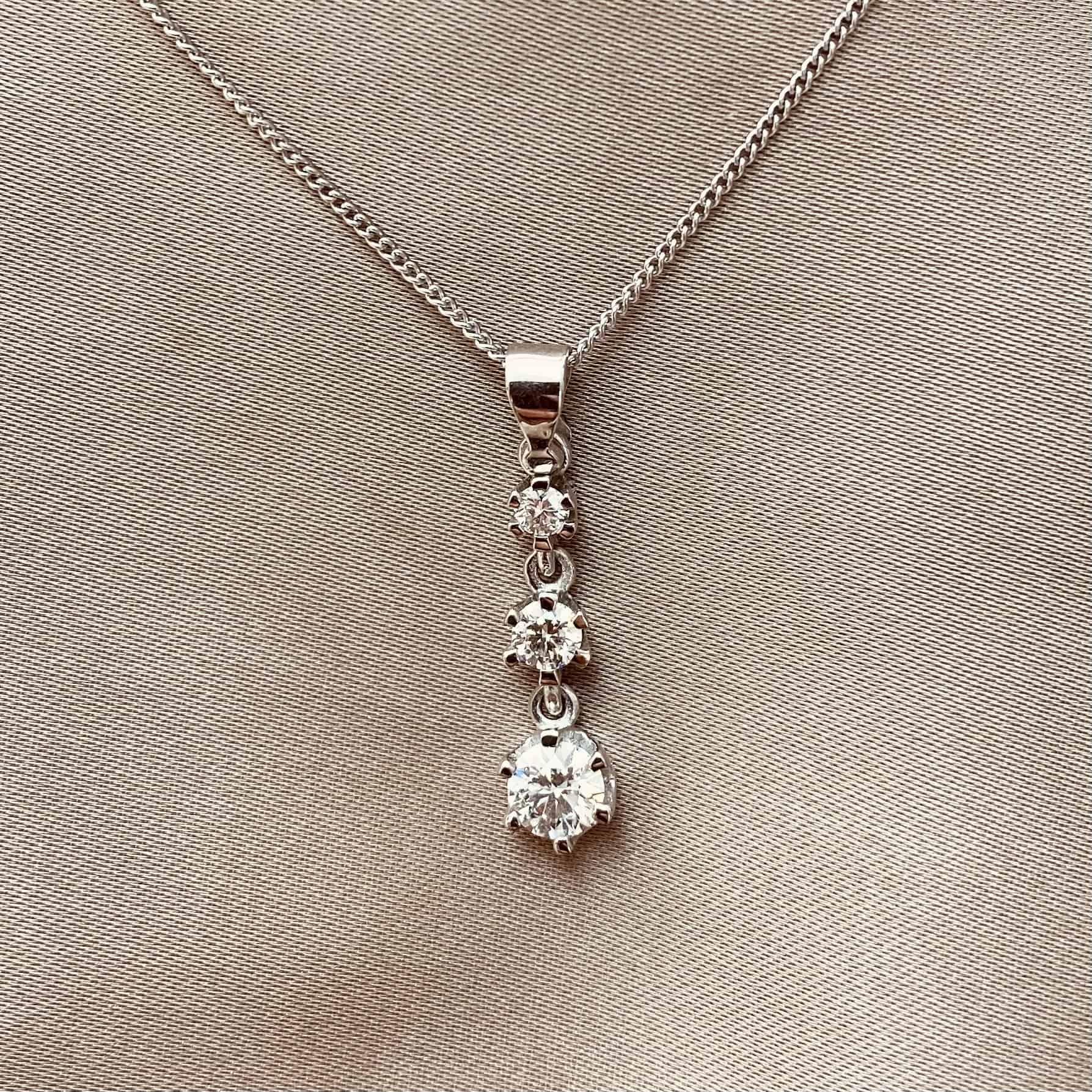 תליון זהב 14k משובץ 3 יהלומים (טרי-סטון)