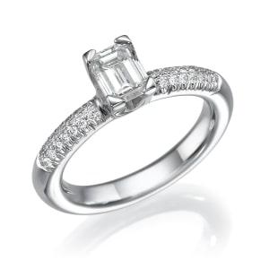 טבעת יהלומים - טבעת משובצת יהלומים עם יהלום מרובע מרכזי
