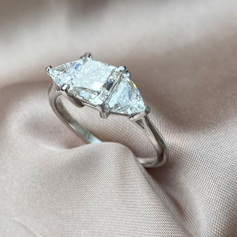 טבעת אירוסין, טבעת יהלומים טרי סטון משולשים ופרינסס