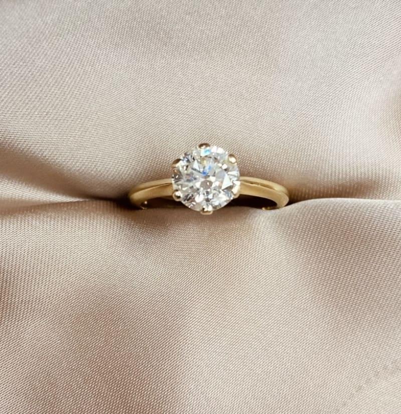 טבעת אירוסין משובצת יהלום 1.04 קרטVS