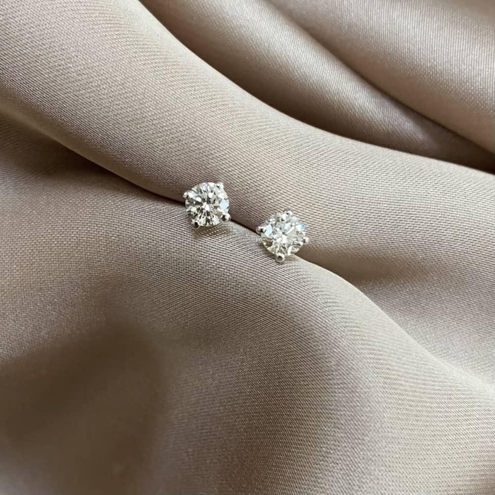 עגילי יהלומים סוליטר קטנים